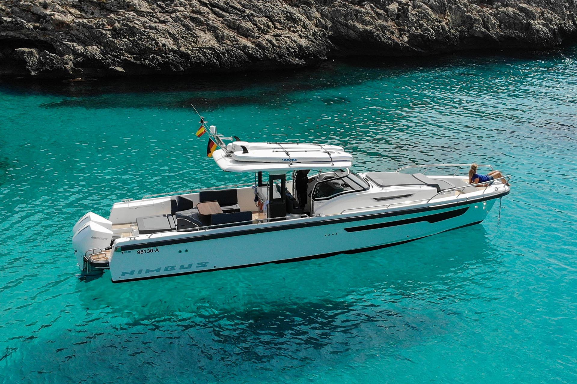 Nimbus T11 Tender on water