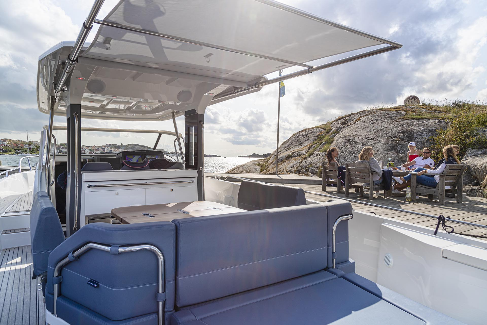 Nimbus T11 Tender bimini top