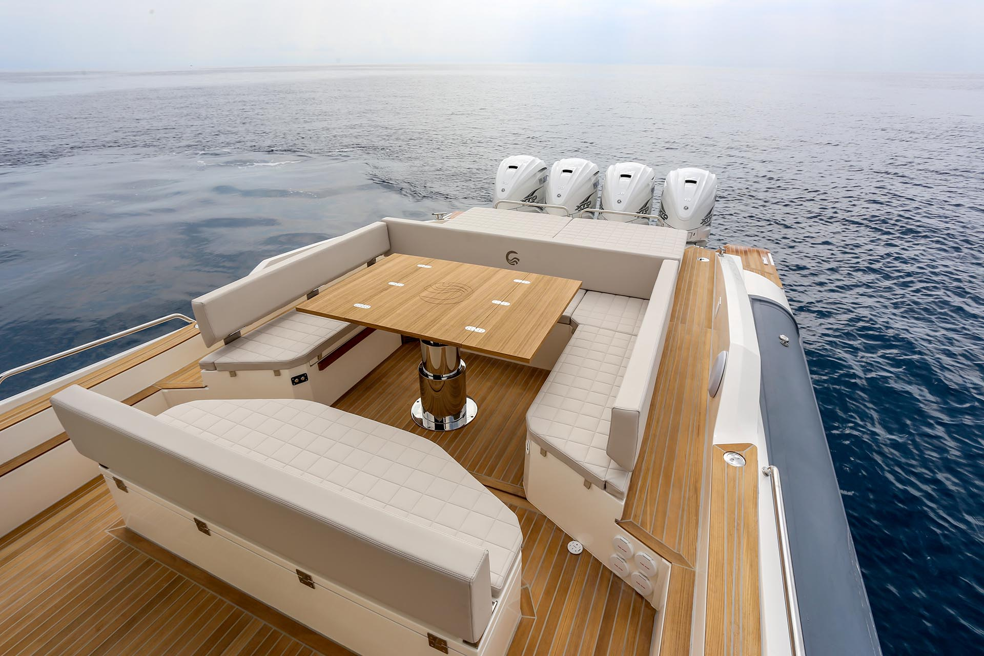 Capelli Tempest 50 aft table