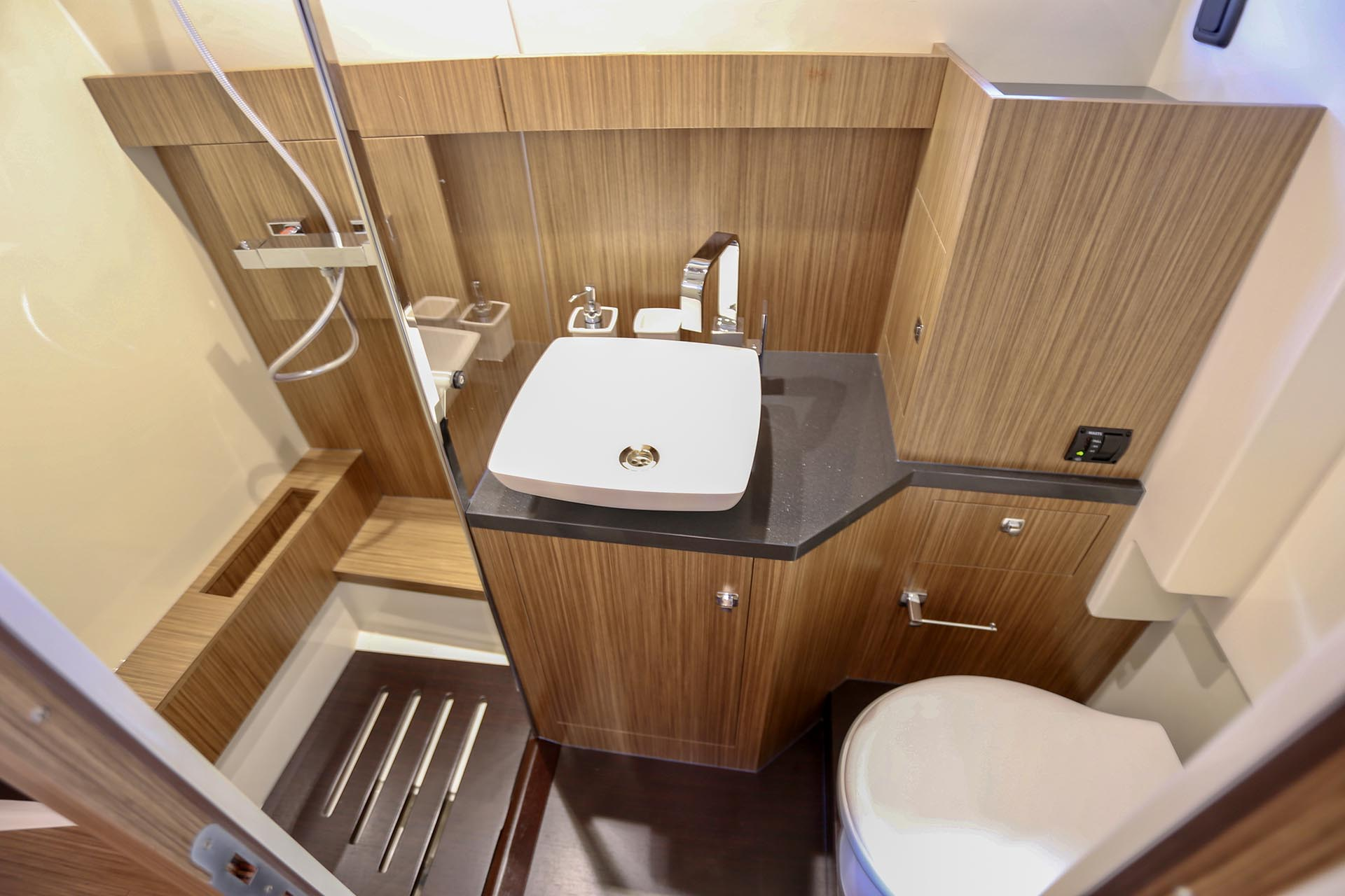 Capelli Tempest 50 bathroom