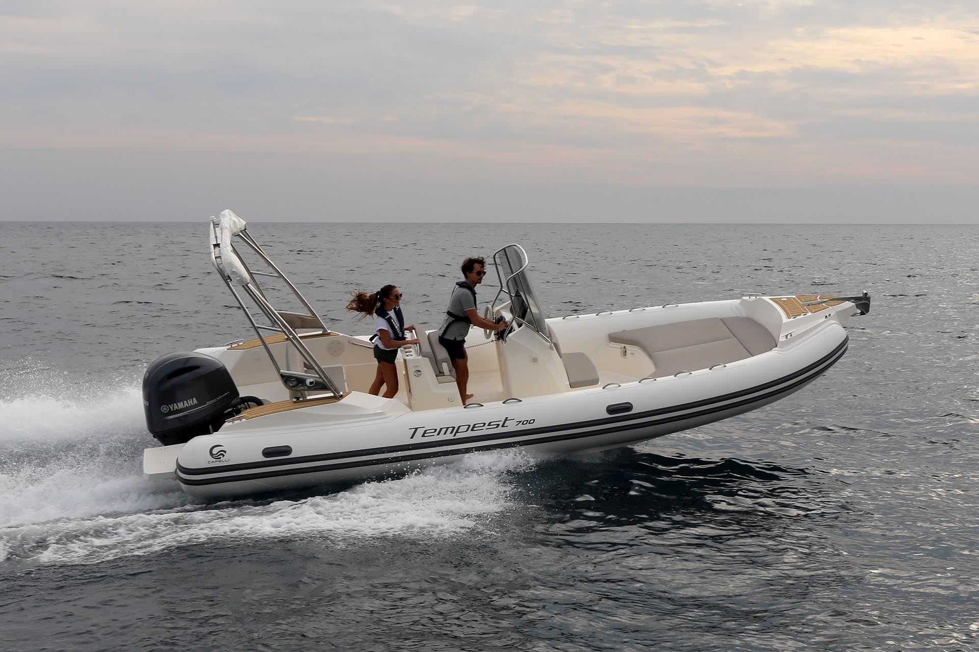 Capelli Tempest 700 on the water driving