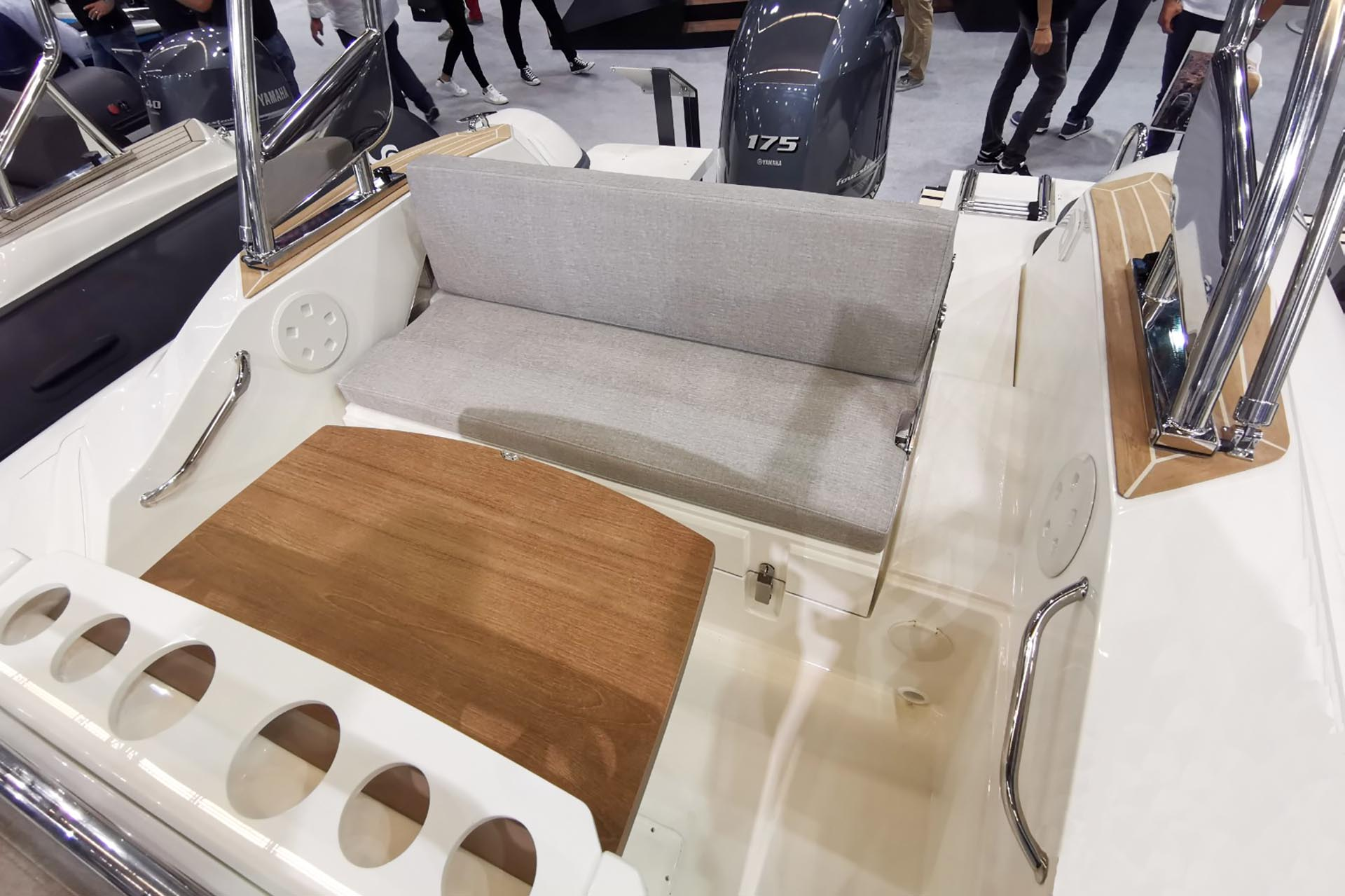 Capelli Tempest 700 aft bench