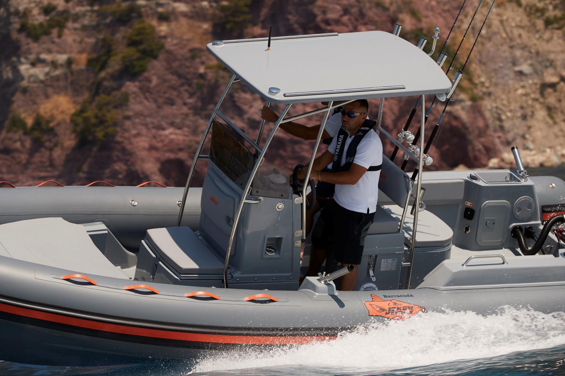 Joker Boat Barracuda console