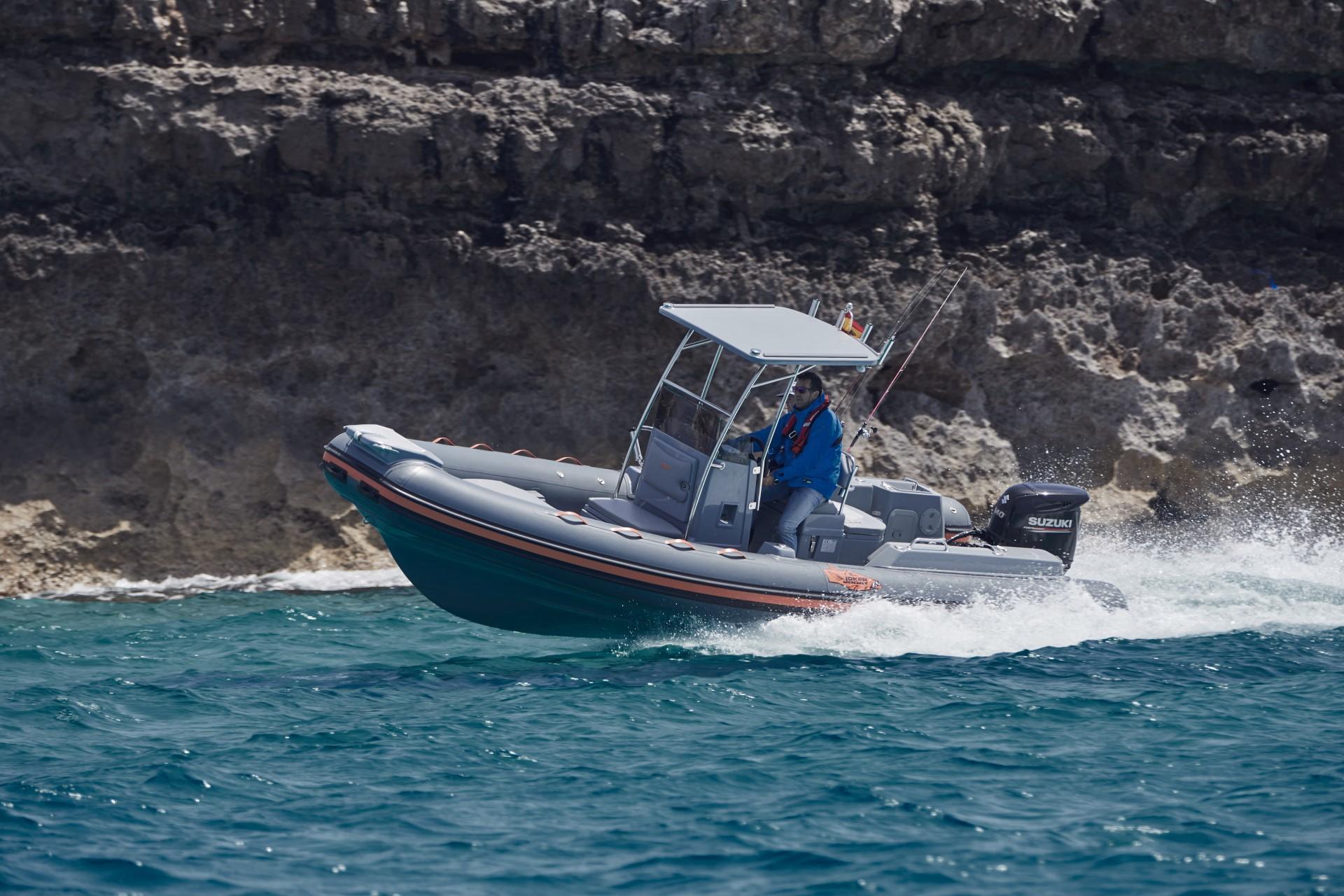 Joker Boat Barracuda gliding