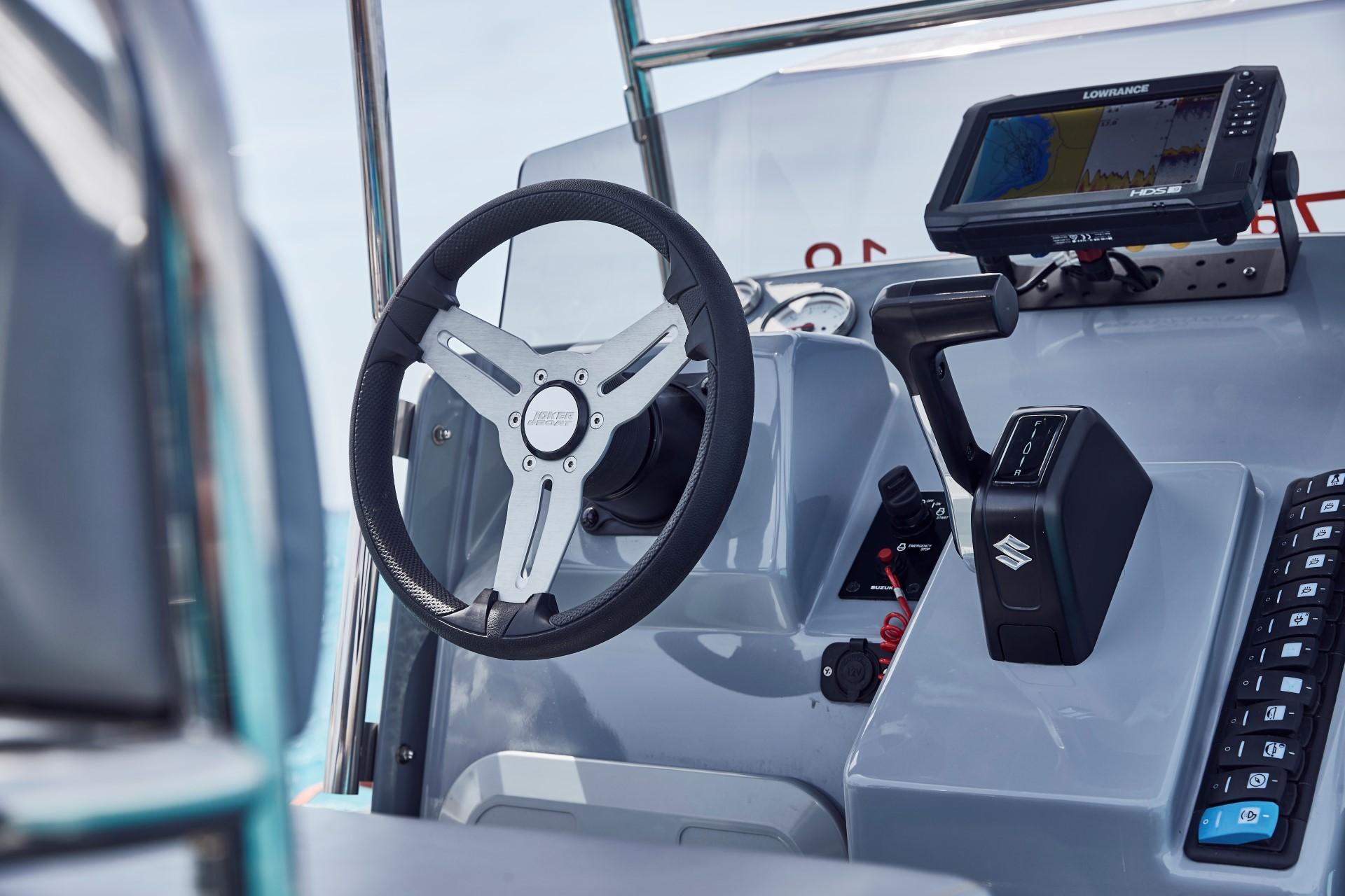 Joker Boat Barracuda driving console