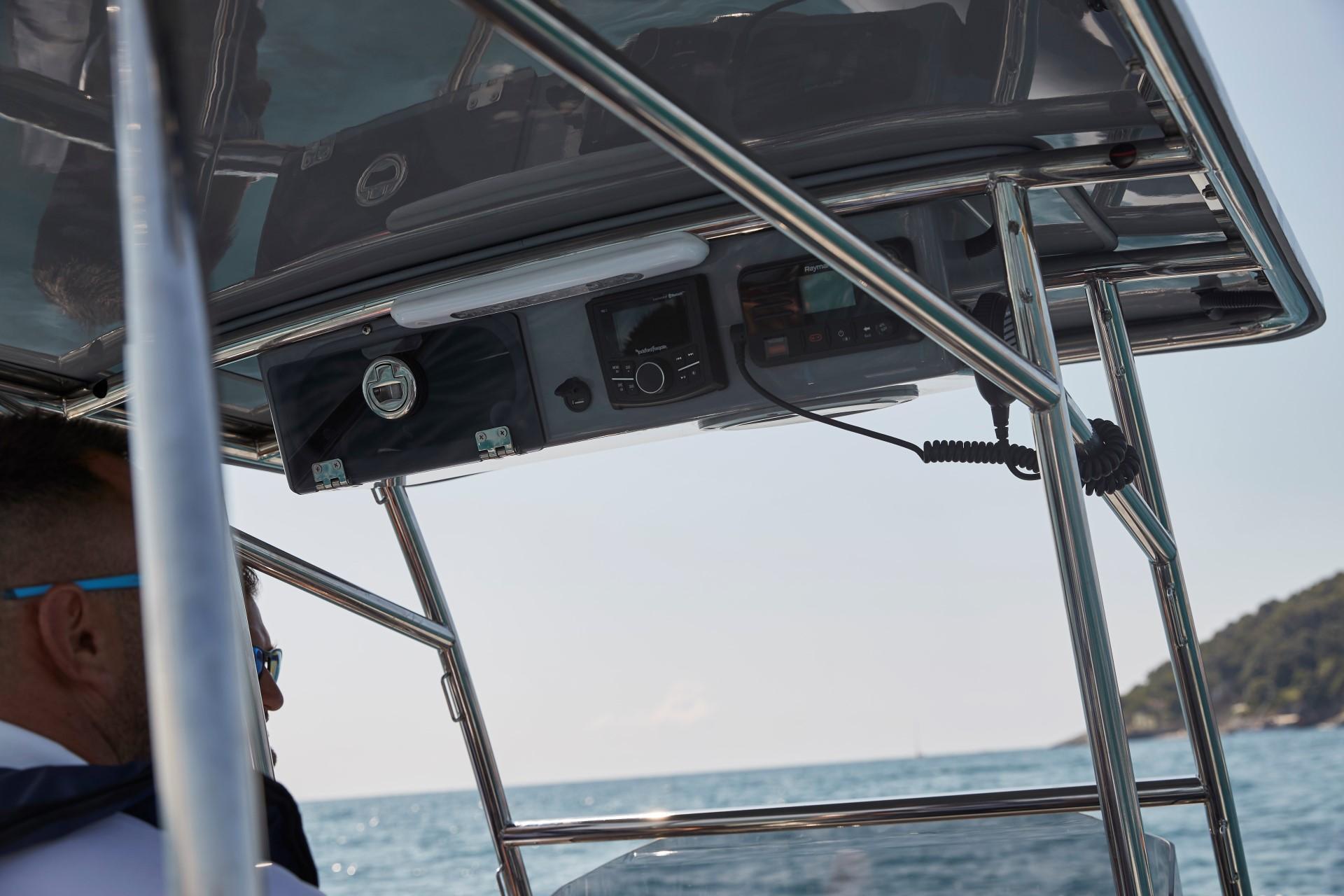 Joker Boat Barracuda t top details