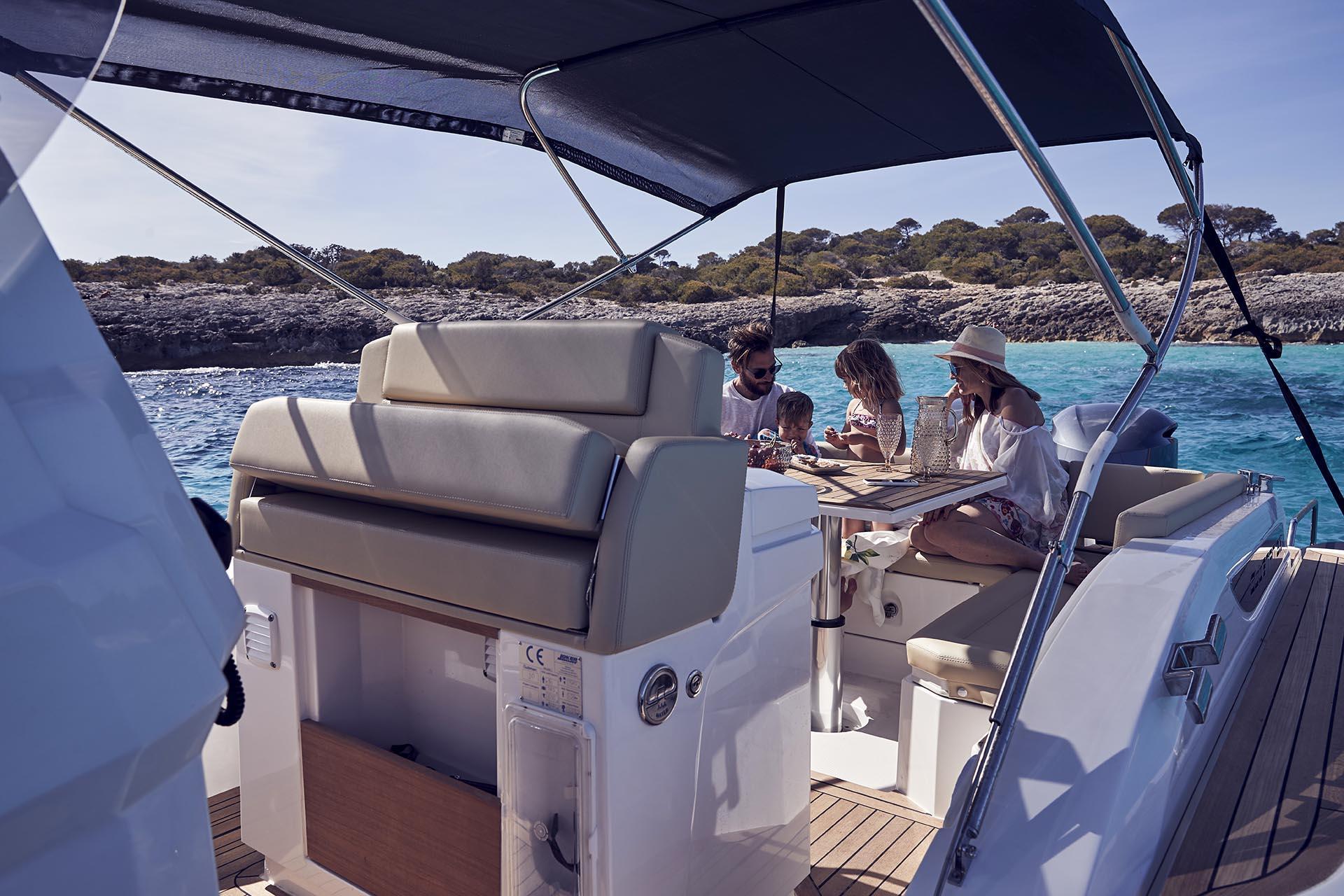 Joker Boat Clubman 30 dining